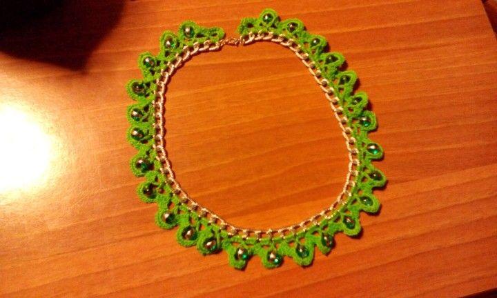 Collana verde con catenella e perline