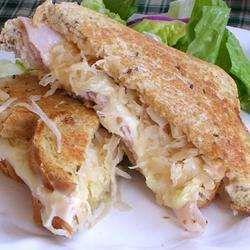 Sandwich de pavita y queso suizo receta - Recetas de Allrecipes