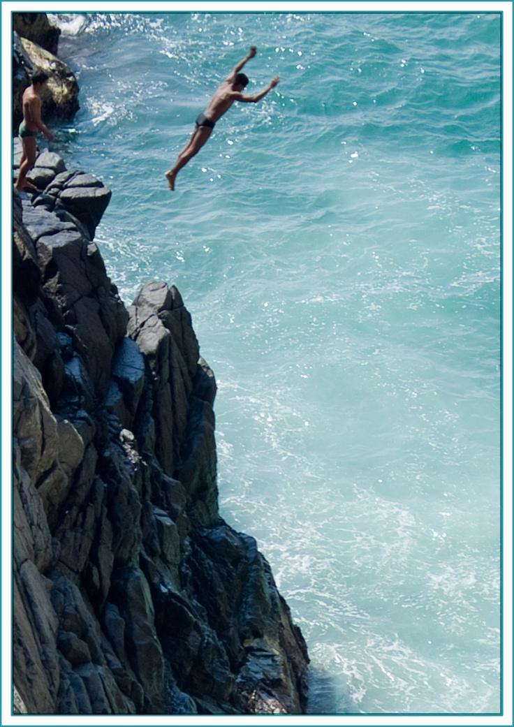 Cliff divers in Acapulco