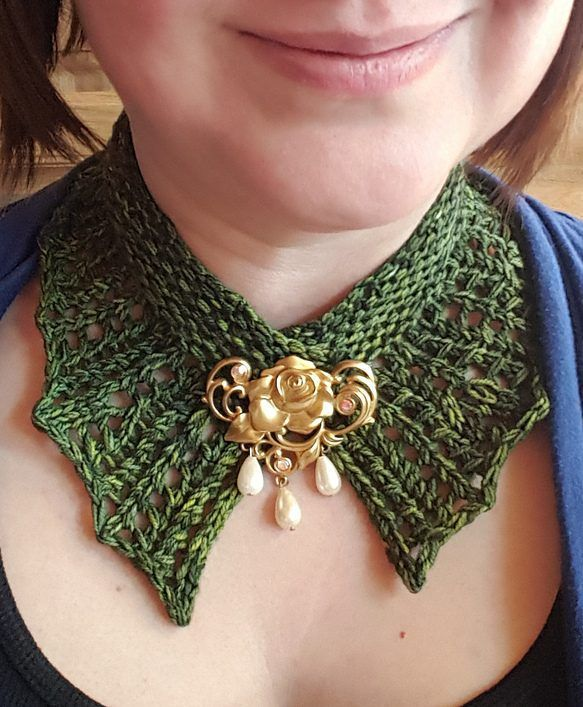 Free Knitting Pattern for Amelia Collar - Quick lace choker that will dress up any outfit by Erin Ruth. Pictured project by Zefiryn