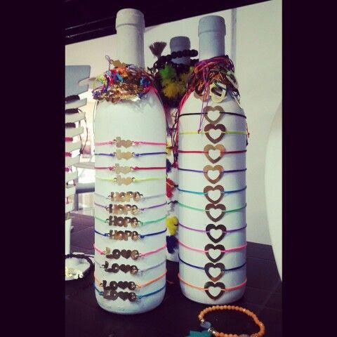 Un exhibidor genial para pulseras de Monca's Design