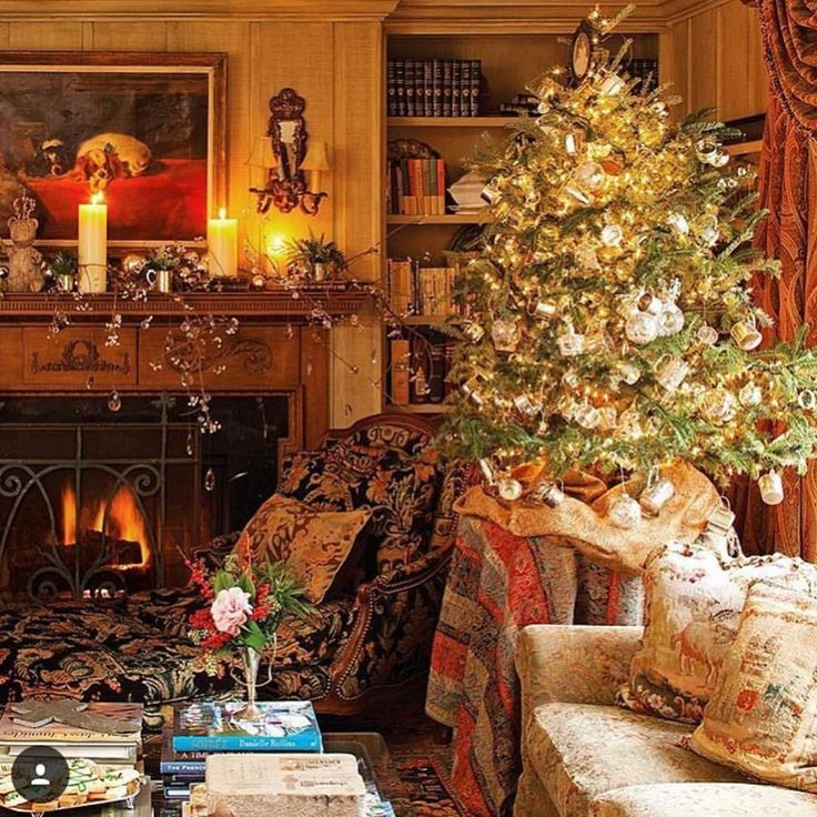 """Andrea (@theglampad) on Instagram: """"Merry Christmas to all, and to all a good night! ✨❤️🎄❤️✨ #Repost @victoriamagazine"""""""