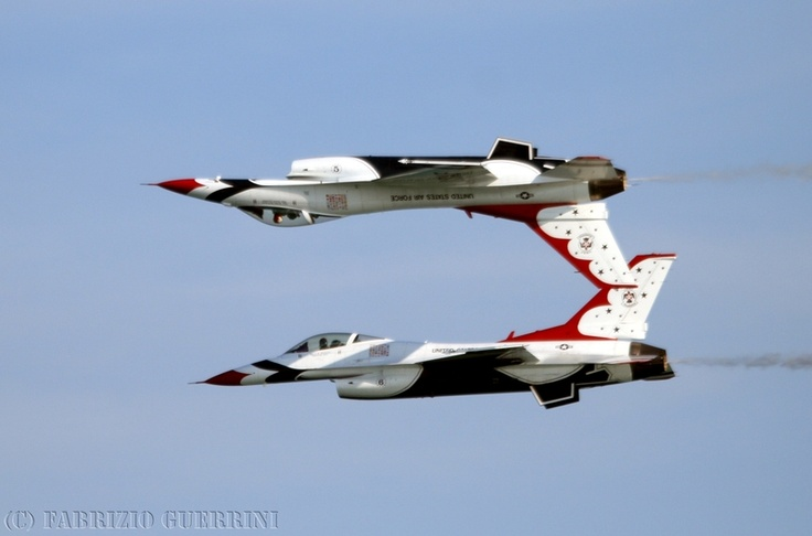 'Calypso Pass' of USAF Thunderbirds #5 and #6 @ Jesolo Air Extreme, june 2011