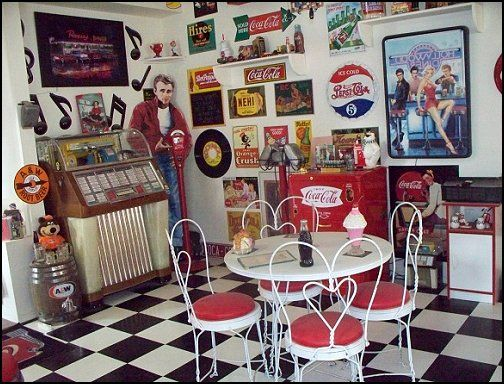bedroom ideas - theme decor - retro decorating style - diner - party decorations - 1950 bedding - retro diner furniture - Elvis Presley - booth dinette ... & 165 best 50s diner images on Pinterest | Home ideas Kitchens and ...