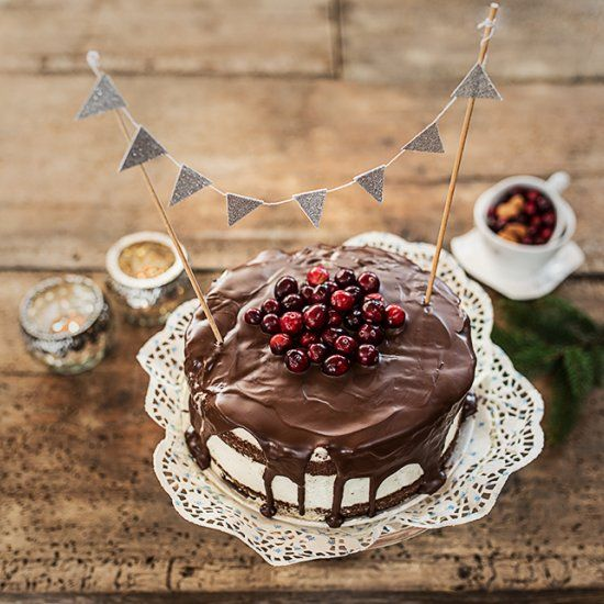 Naked chocolate cake& cranberries