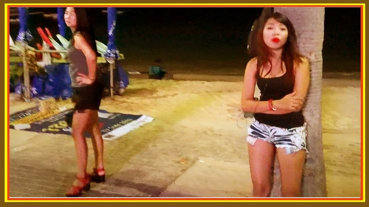 Cute Girls and Ladyboy at Beach Road in #Pattaya, Thailand  December 2016