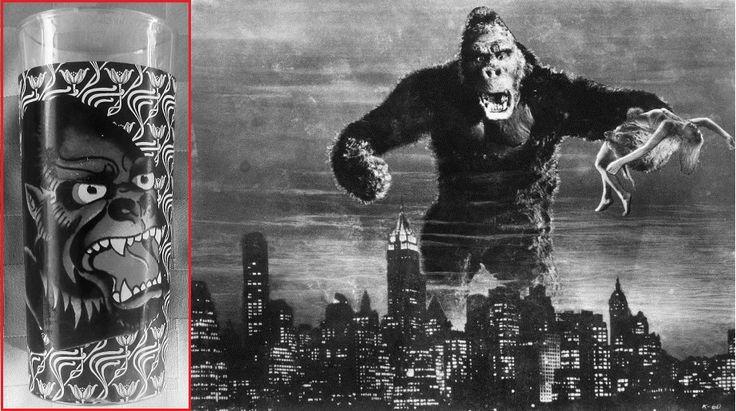 """Simpático vaso whiskero de Don Ed Hardy Designs ilustrado con un feroz gorila (6¼"""" de alto x 2⅞"""" de diámetro) / King Kong retro black white floral glassware tumbler drinking glass ape gorilla ~ Rare Don Ed Hardy Designs barware King Kong tumbler glass"""