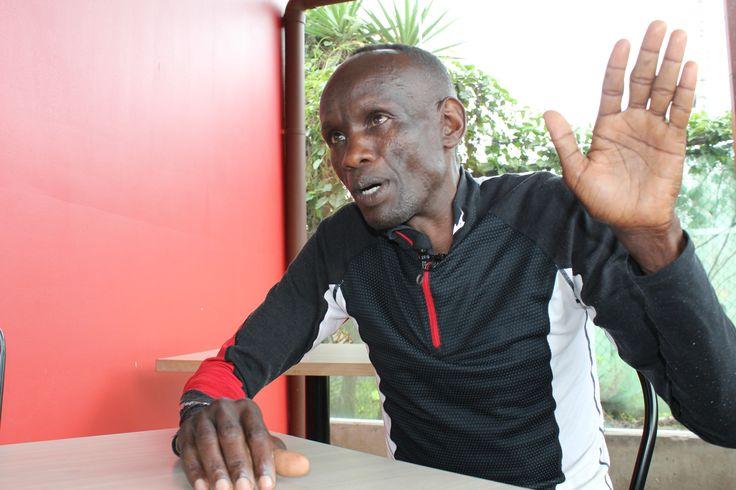 Maratonista keniano varado en Costa Rica busca regresar a casa