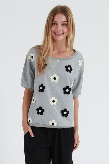 Lazy, hazy, daisy days - that's what sums is all about, so get your fine fingers on the new Wash Sweat from Ketz-Ke. This weekend worthy crew is short sleeved, grey and flanked with a simple daisy print. Sweeter than the buffet table at a children's party, this one will look just as cute with ankle-grazing denim as it will with big, girly skirts.