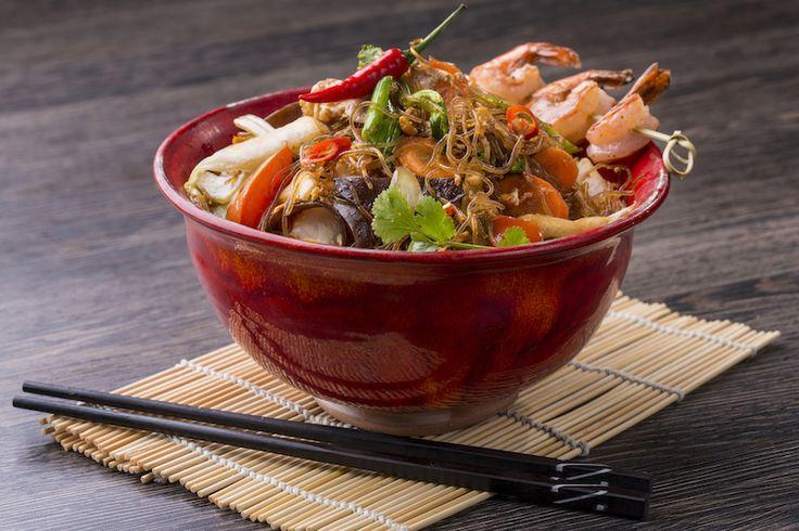 Pad Wun Cen csirke // üvegtészta, tojás, bazsalikom, újhagyma, fafülgomba, kínai kelkáposzta, angol zeller, szója szósz, csirke