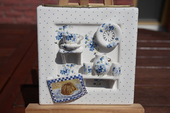 Kitchenette hanging - Decorated kitchenette include teacup with saucer, clock, pitcher, two cups and dish-cloth.