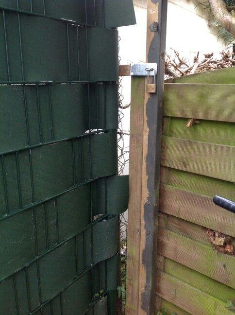 FLOP: zo hoort het niet!   Kijk op www.pinterest.com/dhwmontage/tuin_ideeen hoe het wel kan.
