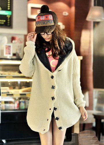 Casaco longo de tricot com forro de pelúcia e capuz