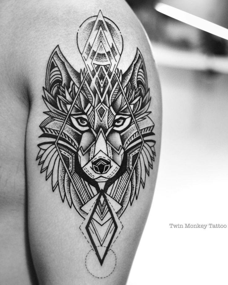 Resultado de imagen de tattoo wolf  geometric man black and white