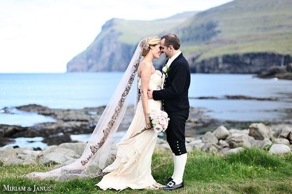 Her ser du den smukke færøske nationaldragt som gommen skal have på.