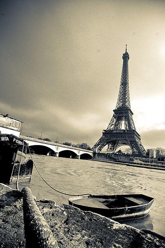 La Tour et la Seine                                                                                                                                                                                 Plus