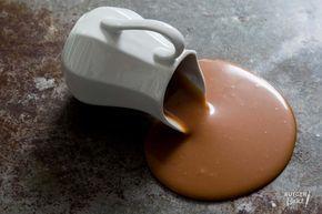 Zelf karamelsaus maken is heel gemakkelijk en onwijs lekker met dit recept! De mogelijkheden om zelfgemaakte karamelsaus te gebruiken zijn eindeloos!
