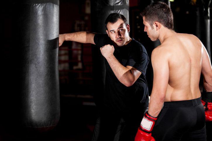 Grundlagen und Schlagschule beim Boxsacktraining