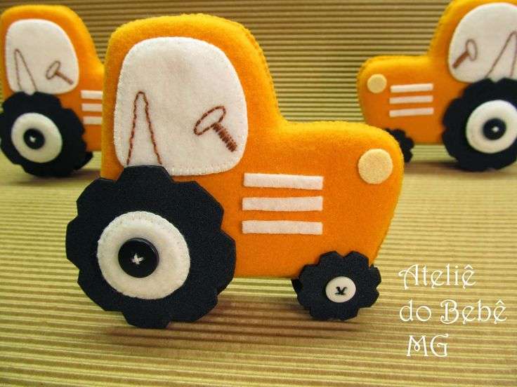 Ateliê do Bebê MG, I know his is felt but it would make a great cookie too!