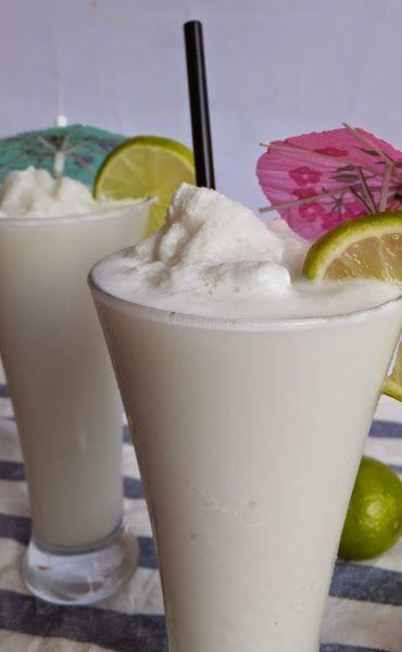 Granizado de limonada de coco colombiana. Leche de coco + jugo de limas + hielo.