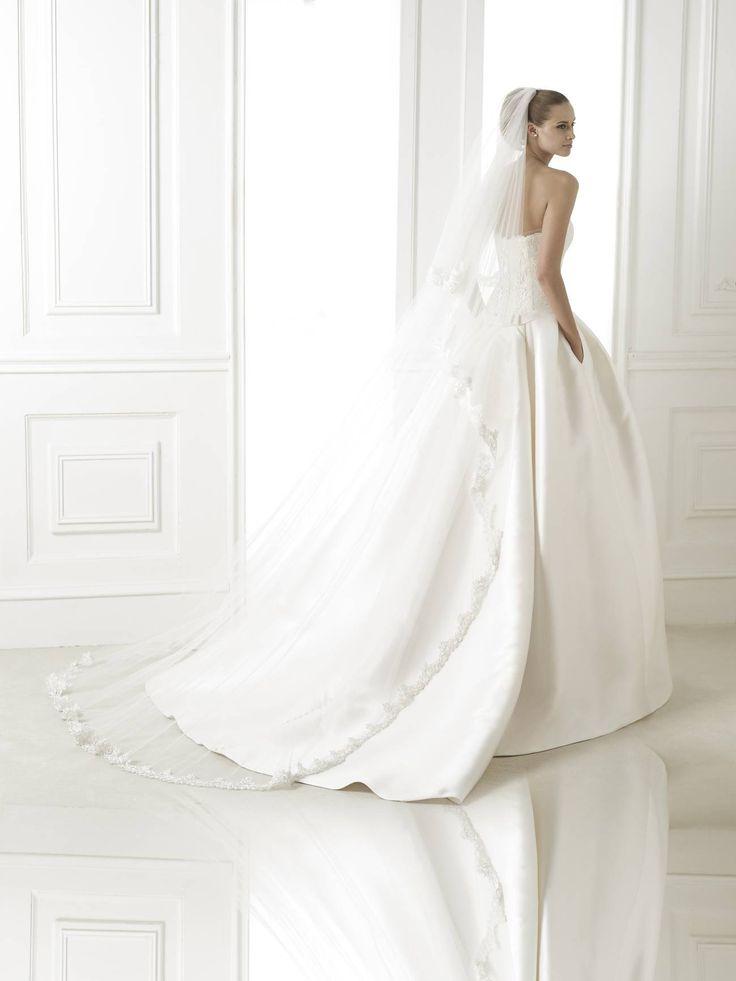 Baronda - Pronovias 2015 kollekció - Esküvői ruha szalon - Menyasszonyi ruha kölcsönzés http://lamariee.hu/eskuvoi-ruha/pronovias-2015/baronda