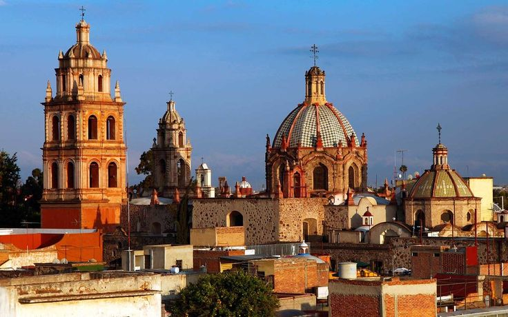 Colonial architecture in San Luis Potosi-The history of Mexico is written on its architecture. Colonialists brought with them some of the architectural sensibilities from Europe, and several towns in Mexico have amazingly beautiful structures.