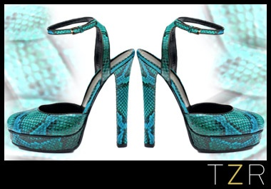 cool tones in a hot snake skin print...I know just what I would wear it with.: Snakes Skin, Hot Snakes, Gucci Huston, Platform Pumps, Huston Python, Python Platform, Huston Platform, Gucci Pumps, Pumps 1100
