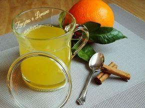 Questa tisana contro la fame nervosa è molto gradevole e semplicissima da realizzare. È a base di cannella e arancia e contribuisce a dare senso di sazietà.