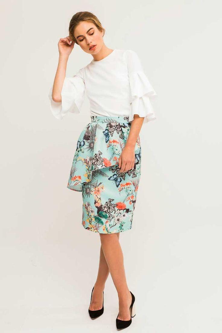 Elegante falda corta azul de tejido otoman con mariposas y flores con peplum asimetrico de #Apparentia ideal para fiestas eventos bautizo o comunion