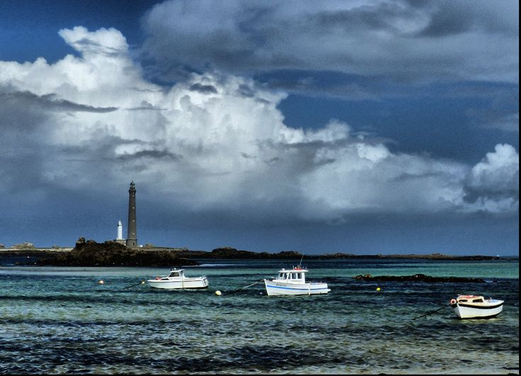 low tide moment near the Virgin Island lighthouses (Bretagne,France) - null
