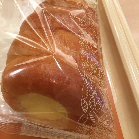 CAFE COCO - クリームコロネ - Foodspotting