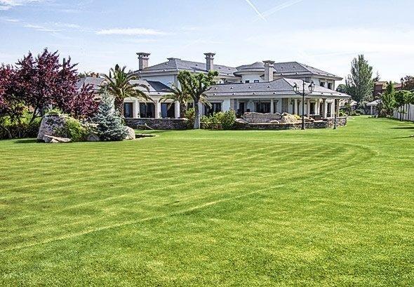 Exclusiva mansi n en venta en urb el golf las rozas de for Alquiler casas urbanizacion sevilla golf