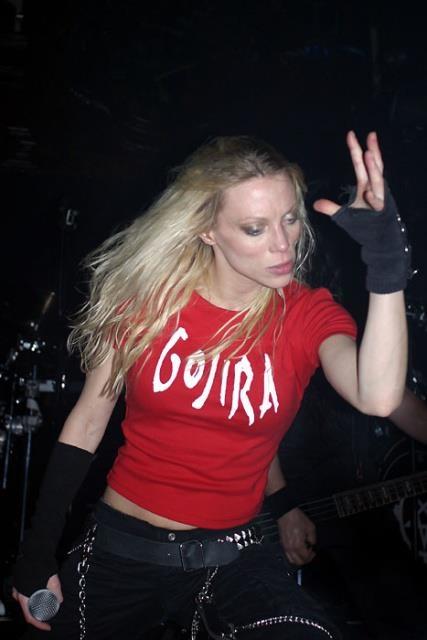 Angela Gossow wearing a Gojira tee shirt. My hero.
