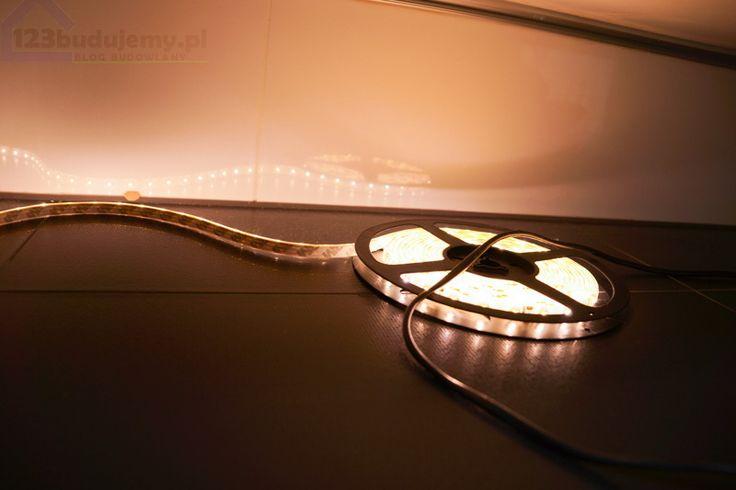 #led taśma Podświetlenie mebli i wanny w łazience, aranżacja oświetlenia w łazience
