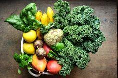 Grüner Smoothie mit der subtropischen Frucht Cherimoya. Ein Aroma aus Ananas, Banane mit Vanille-Zimtnote. Dazu Grünkohl, Postelein und Spinat. Gleich ausprobieren!