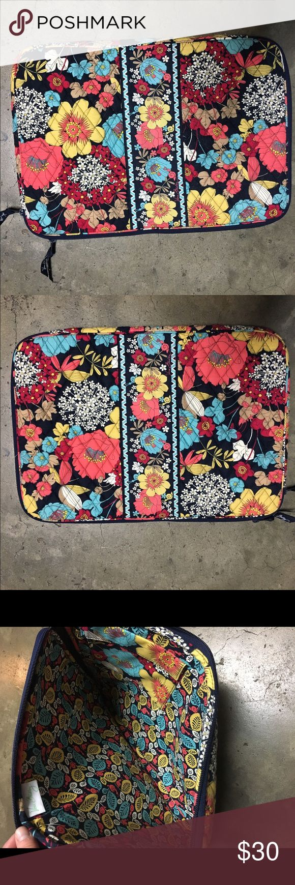 Vera Bradley Laptop Cover (MacBook Pro) 17 inch wide by 12 inch tall, Vera Bradley MacBook Pro laptop cover. Barely used! Vera Bradley Bags Laptop Bags