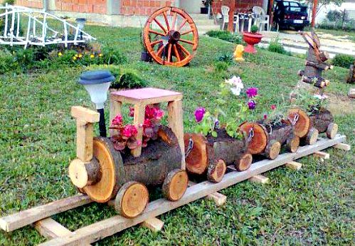 train planter made from wood logs | Ducks 'n a Row: 13 Amazing Planters For Your Flower Garden
