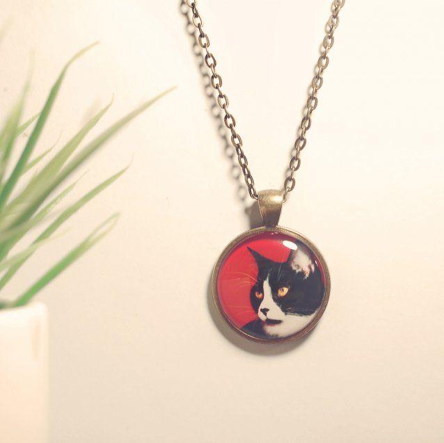 Necklace and pendant for cat lovers, black and red 30$ // Collier et pendantif pour les amoureux des chats, rouge et noir 30$