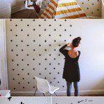Imagem: Reprodução Pinterest / A parede se renova com fita isolante