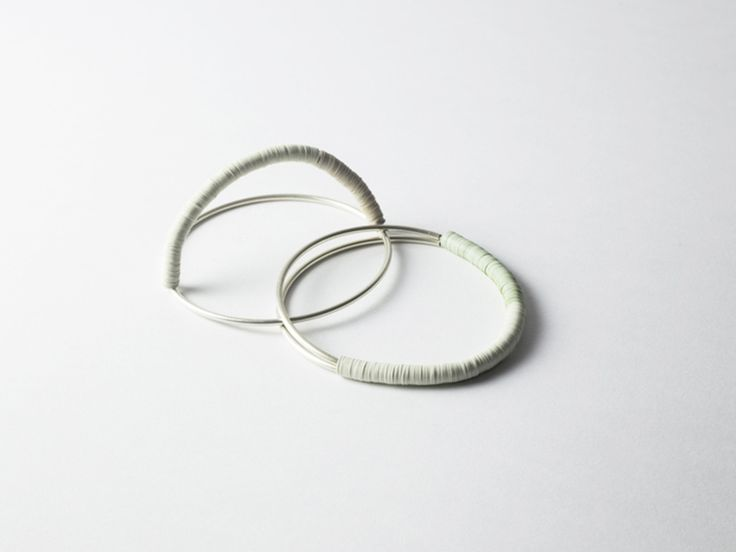 OPACA currently consists of two projects. OPACA N°1 is characterized by a minimalist and graphical approach to jewellery. Some of the pieces were designed as a module and explored the contrast between metal and low-life materials.