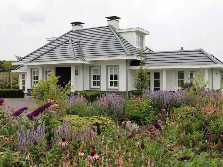 Exclusieve tuin bij villa op de Veluwe ; Het ontwerp voor deze exclusieve tuin is ontstaan in samenwerking met AA+, de ontwerper van de villa.