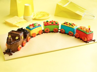 How to make a easy and simple Train Cake.Make a fun train cake that is right on track!