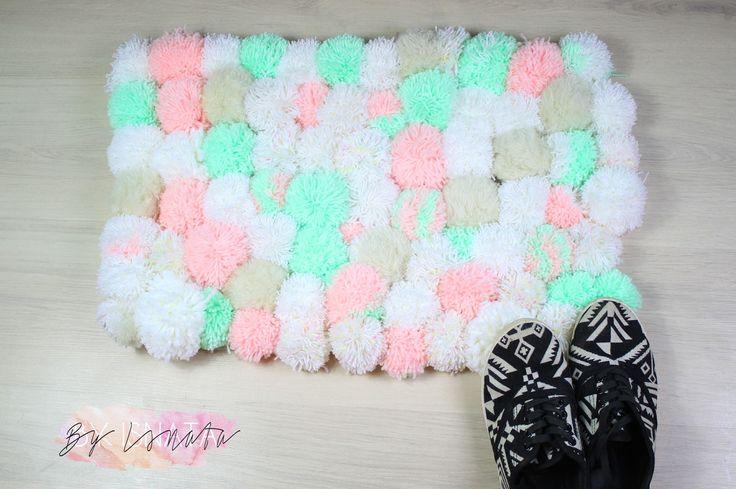 diy do it yourself by isnata diy tuto tapis en pompons cocooning diy pinterest. Black Bedroom Furniture Sets. Home Design Ideas