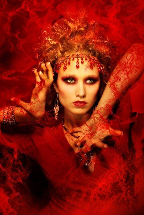 ...Dea in rosso