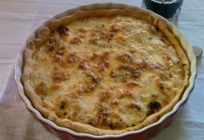 Hagymás pite 2. - kolbászos/sonkás recept képpel. Hozzávalók és az elkészítés részletes leírása. A hagymás pite 2. - kolbászos/sonkás elkészítési ideje: 60 perc