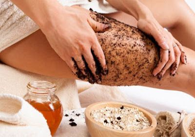 DIY COFFEE CELLULITE SCRUB - I love natural, organic skincare and I drink way too much coffee so this coffee ground cellulite scrub is going to become a beauty staple in my house! I like that all the ingredients in this recipe from PAULA PARRISH' blog are common pantry staples so it's easy to make on a whim. #CoffeecelluliteScrub #NaturalBeauty