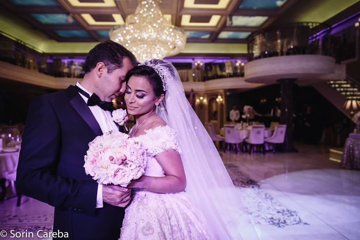 Glamour bride make-up, beautiful bride. #makeupbride #glamourebride #makeupartist #bride #beautybride. You can find more bride makeup on my website