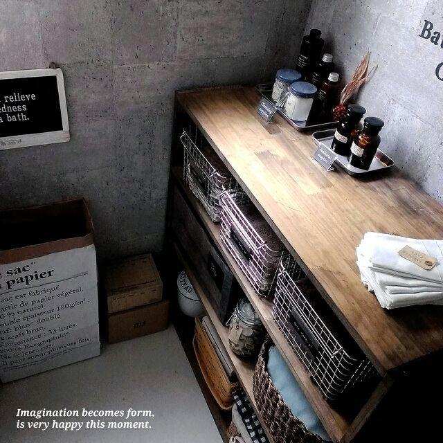 chocolate-cafeさんの、squ ウォールステッカー,お店風ディスプレイ,ブログ更新しました╰(*´︶`*)╯,無印良品,カゴ収納,脱衣所,ペーパーバック,バス/トイレ,のお部屋写真