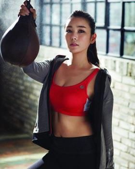 Korea's top woman sports announcer shows off her KICKBOXING SKILLS