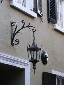 tips perawatan lampu outdoor - Lampu dinding besi cor